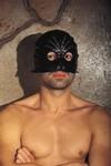 Half-masker met ronde ogen en siernieten
